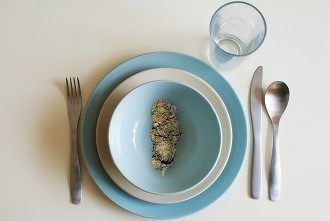 can you eat raw weed